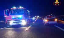 Contromano sull'A22 si schianta contro due vetture: sette persone coinvolte