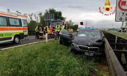 Incidente sull'A22: si schianta con l'auto contro il guardrail, ferito un 66enne