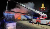 Incendio nella notte a Nogara: avvolto dalle fiamme un capannone agricolo