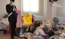 """Operaie """"infedeli"""" rubavano vestiti dall'azienda per cui lavoravano: sottratta merce per un valore di 300mila euro"""