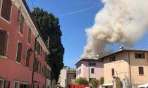 In fiamme il tetto dell'osteria a Bardolino: soccorsi in ritardo a causa del traffico