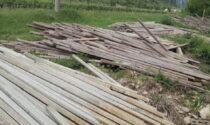 Centinaia di pali di cemento abbandonati: denunciato titolare di un'azienda agricola