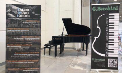 Al centro vaccinale in Fiera l'attesa nei week end sarà accompagnata dai giovani musicisti