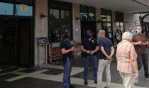 Fermato per un controllo in stazione offende i poliziotti e si rifiuta di farsi identificare