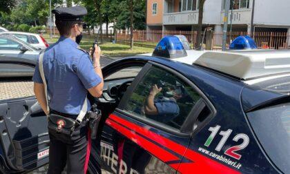 Gruppo di ragazzi sorpresi a rubare dalle auto in sosta