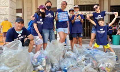 Passeggiata ecologica Plastic Free: raccolti 6 chili di mozziconi di sigarette e 8 sacchetti di rifiuti