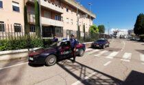 Rubano due bici dal valore totale di 10mila euro da un furgone e scappano, uno è stato fermato