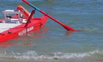 Tragedia a Riccione: veronese muore mentre nuota con la moglie