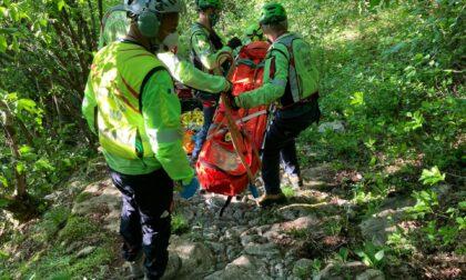 Cade con la mountain bike e sbatte la testa: 32enne ferito