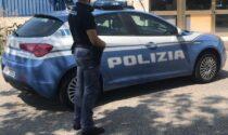 Tre minorenni rubano un'auto, all'alt tentano la fuga ma si schiantano contro la vettura di servizio della Polizia