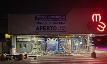 Tentato furto con esplosione allo sportello bancomat del supermercato Martinelli