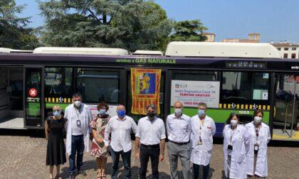 In piazza Bra il bus per i tamponi gratuiti