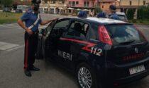 Disturba con insistenza i clienti di un bar poi tenta di picchiare i Carabinieri