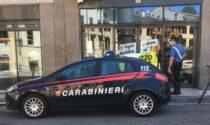Sembra un fragile anziano ma è una furia: trovato con merce rubata prende a pugni i Carabinieri