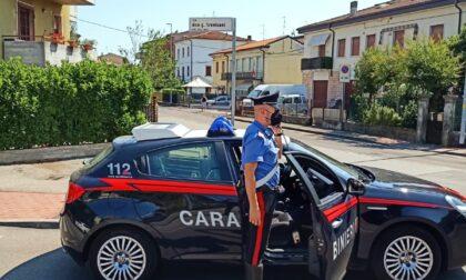 Furiosa lite a colpi di bicchiere tra padre e figlio ubriachi: 21enne arrestato