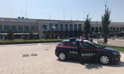 Arrivano i Carabinieri e lui scappa: aveva hashish nelle mutande
