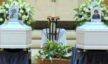 """Chiesa gremita per l'ultimo saluto a Tommaso e Michele: """"Correte insieme nei prati infiniti del cielo"""""""