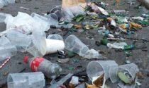 Verona tra bottiglie e rifiuti dopo i festeggiamenti per la vittoria dell'Italia