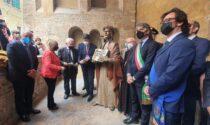 Inaugurata la statua creata dal maestro Albano Poli su commissione della Società Dante Alighieri