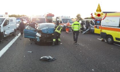 Tamponamento tra 6 mezzi sull'A4: sei persone rimaste incastrate