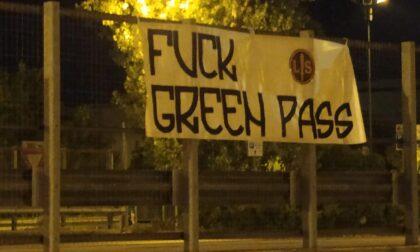 """""""F∗∗∗ Green Pass"""", lotta studentesca dichiara guerra al vaccino obbligatorio"""