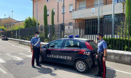 Tentano di pagare con una carta di credito rubata ma vengono fermati dai Carabinieri