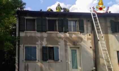 In fiamme il tetto di un agriturismo a Novaglie: 16 ospiti restano senza stanza