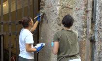 """Casa di Giulietta, rimosse le scritte dai pilastri esterni del cancello, Sboarina: """"Appello al rispetto"""""""