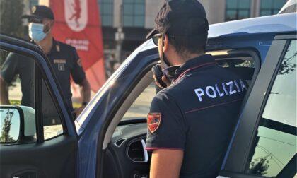 Fermato con il tablet rubato si oppone agli agenti: arrestato 23enne