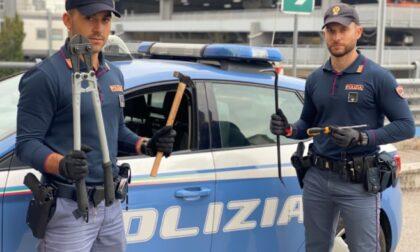 Ladri in azione aggrediscono agente con un martello, tre arresti a Verona