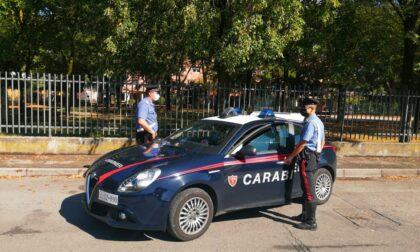 Esibisce documenti falsi ai Carabinieri: 21enne nei guai