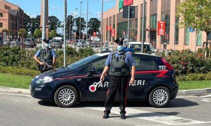 Riempie lo zaino con prodotti dell'Iperfamila e tenta la fuga: fermato da un Carabiniere fuori servizio