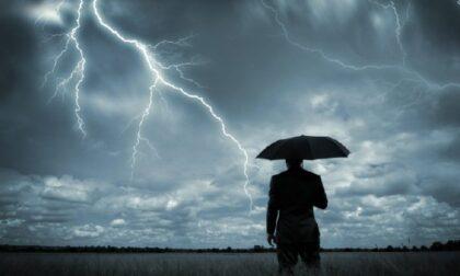 Tecnico Enel colpito in pieno da un fulmine muore a Palù