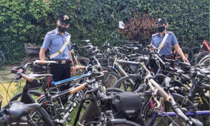 A bordo della bici non si ferma all'alt dei Carabinieri dandosi alla fuga: aveva attrezzi da scasso