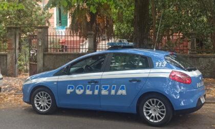Lite tra due coinquilini: la Polizia trova all'interno dell'appartamento un deposito di merce rubata