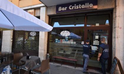 """Servono bevande alcoliche in grandi quantità ai minorenni: chiuso il bar """"Cristallo"""""""