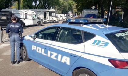 Mettono a segno un furto nell'area camper ma alla vista dei Carabinieri gettano la refurtiva