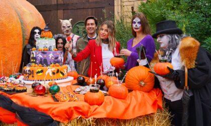 Al via Gardaland Magic Halloween: le foto e il video del taglio della torta con l'influencer Zoe Cristofoli