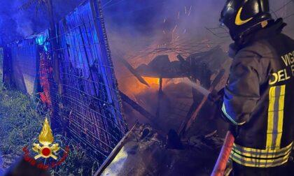 Baracche a fuoco nella notte: bloccato il traffico ferroviario
