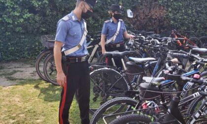 Ruba una e-bike e tenta di sottrarsi al controllo dei Carabinieri con calci e pugni